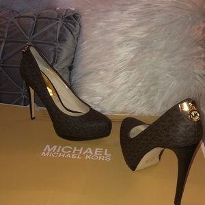 MICHAEL KORS Logo Brown Leather Pump-Stilleto 9